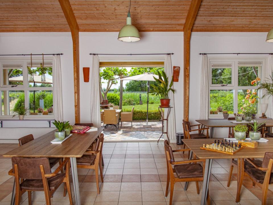 't Grote huis - Binnenruimte met tafels
